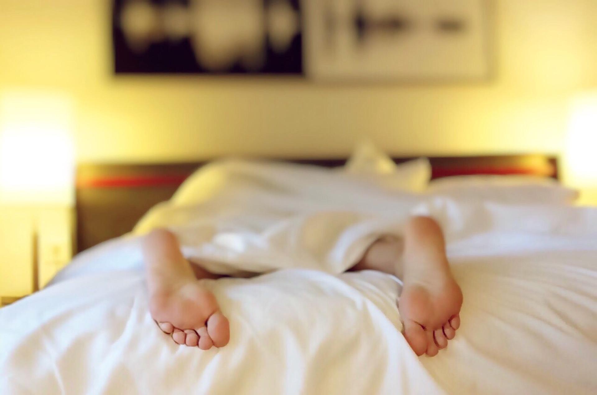 Los adultos duermen entre siete y nueve horas