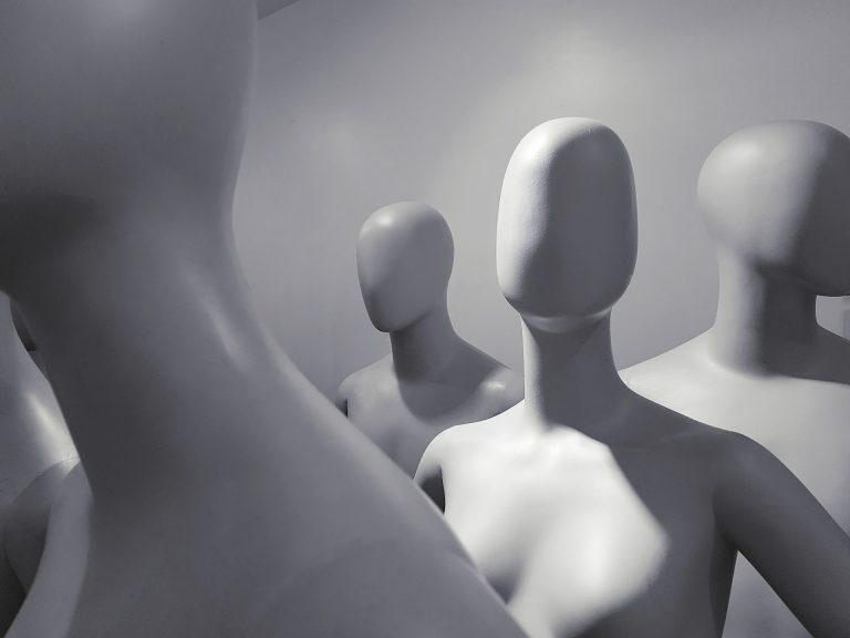 La prosopagnosia consiste en la incapacidad para recoocer rostros