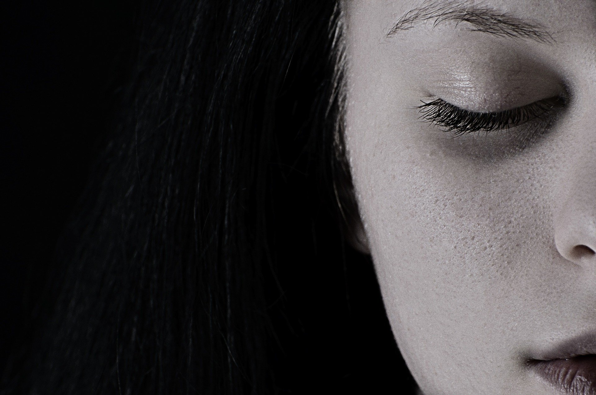 Los síntomas de la distimia son más leves y más duraderos que los de la depresión mayor