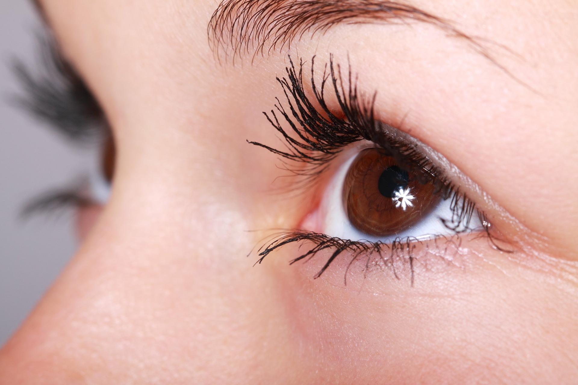 Enn EMDR el reprocesamiento se realiza habitualmente a través de movimientos oculares
