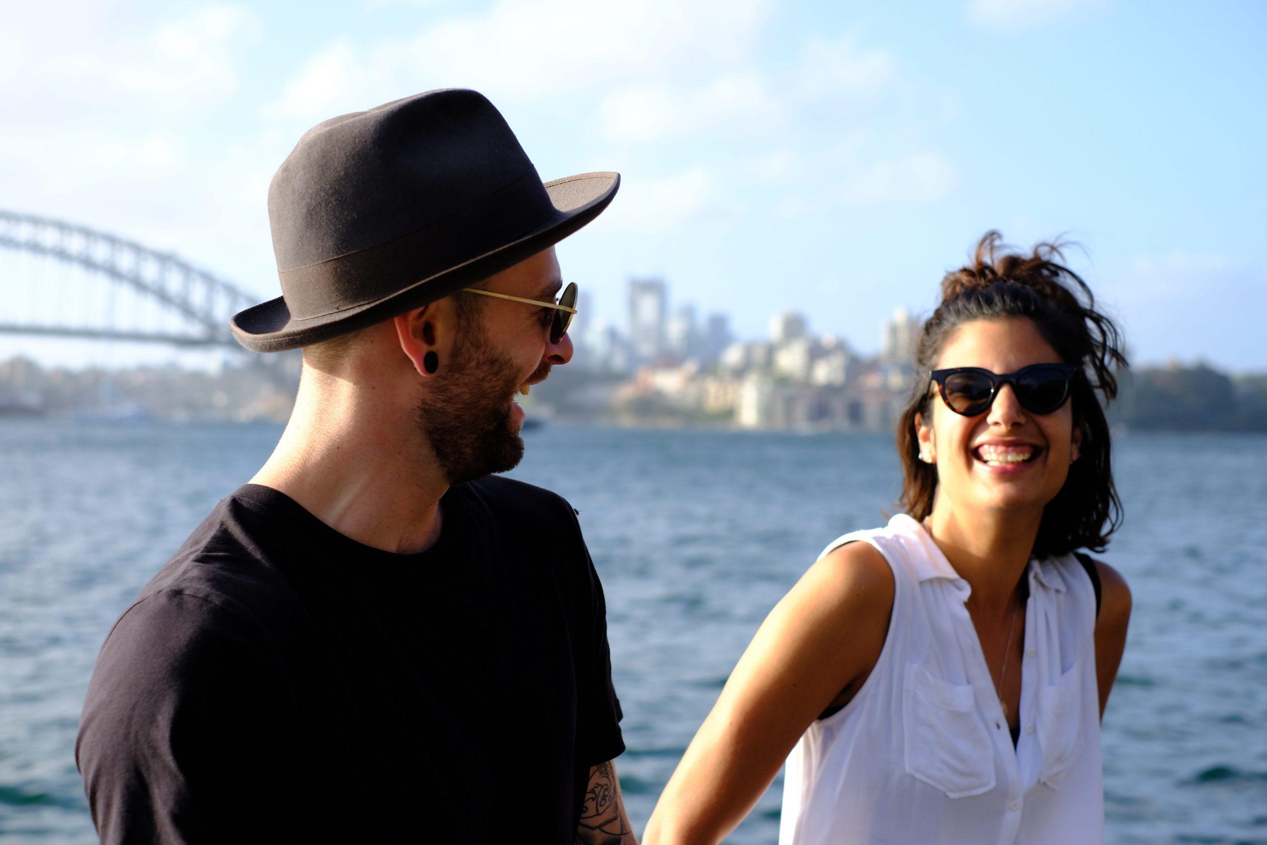La oxitocina ayuda a forjar lazos permanentes en la pareja.