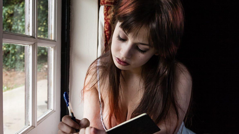 La escritura como herramienta terapéutica y de autoconocmiento.