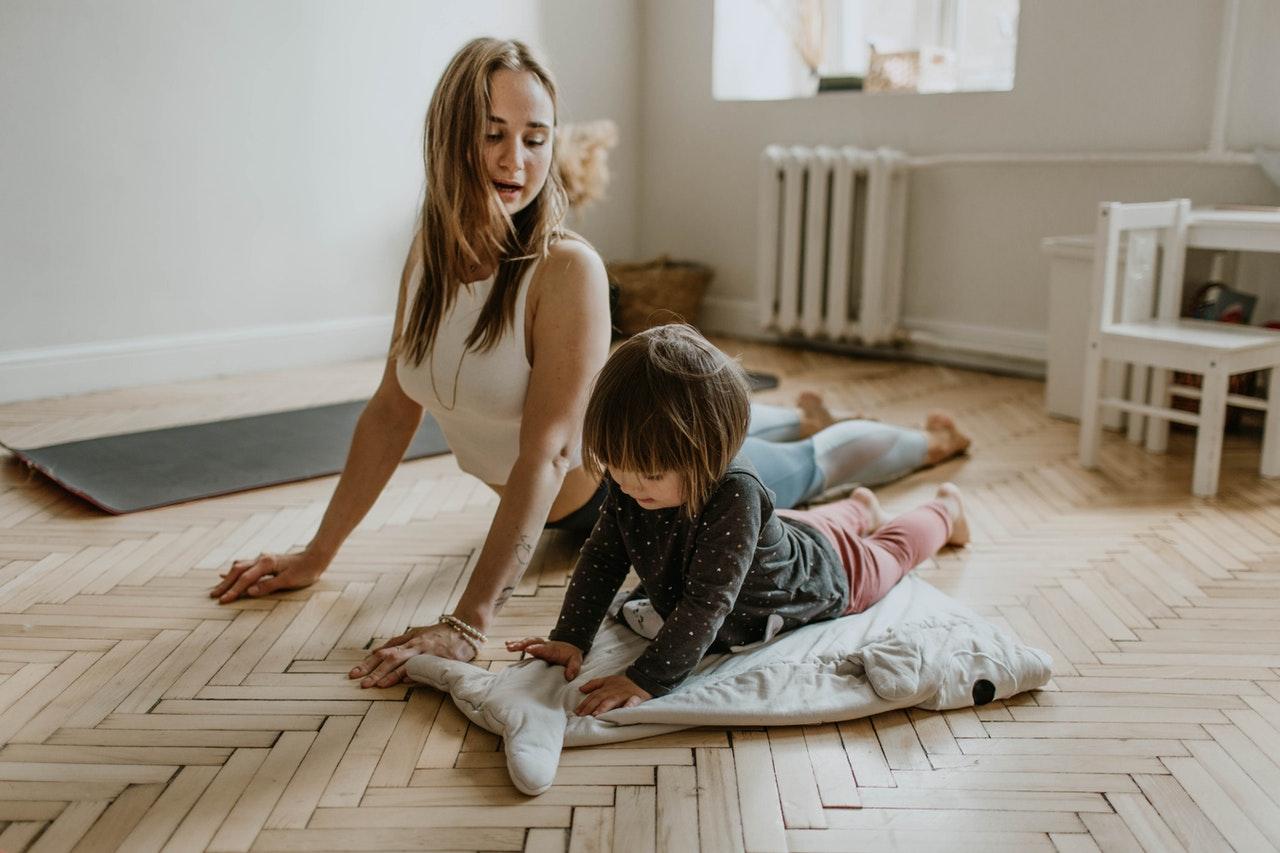 Enseñar a tu hijo técnicas de relajación le ayudará a gestionar mejor emociones como la ira o la frustración.
