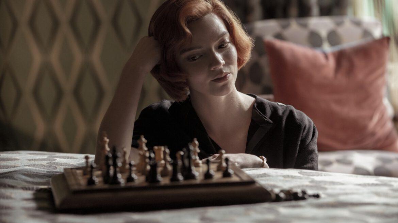 Gambito de Dama es una serie sobre ajedrez, pero también sobre resiliencia.