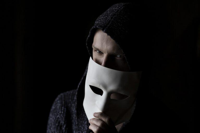 Los psicópatas integrados son fríos, manipuladores y carentes de empatía.