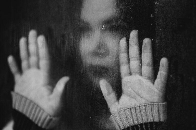 En el duelo por suicidio se acumulan las preguntas sin respuesta.